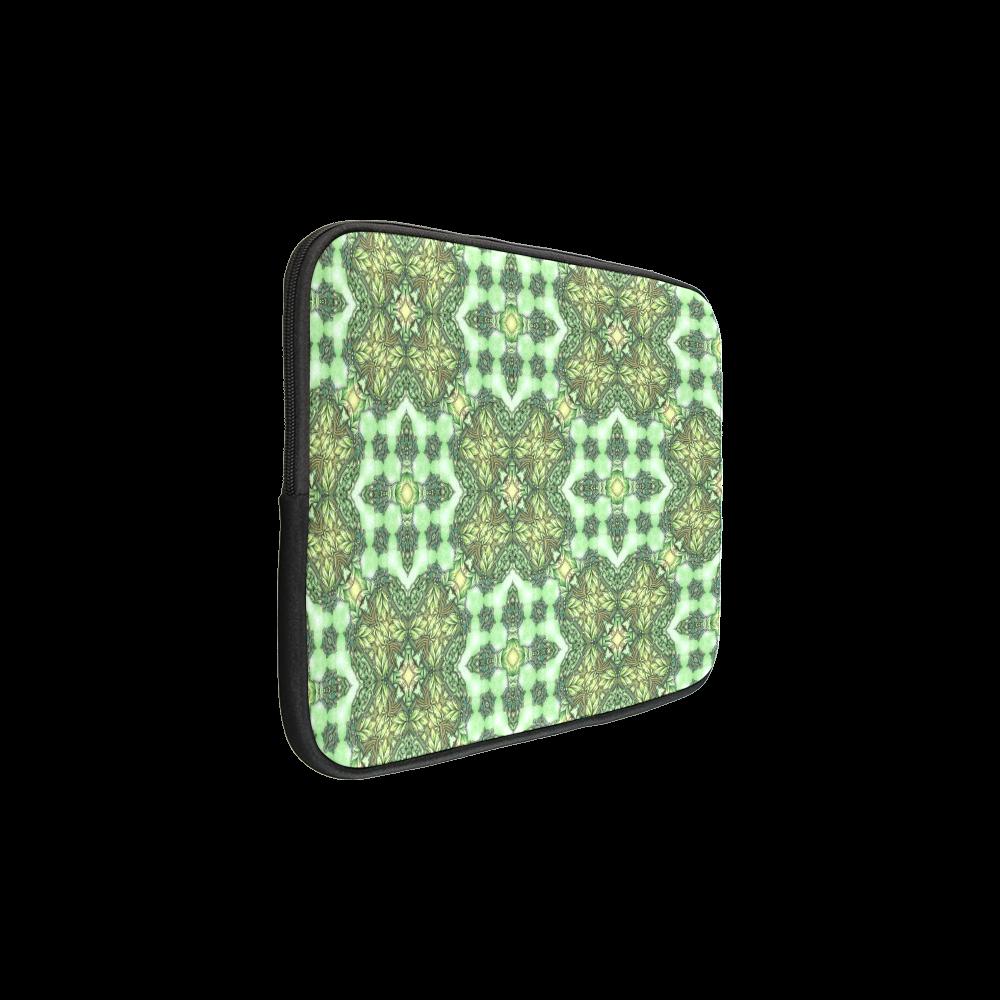 Mandy Green - Forest Garden pattern 2 Macbook Pro 15''