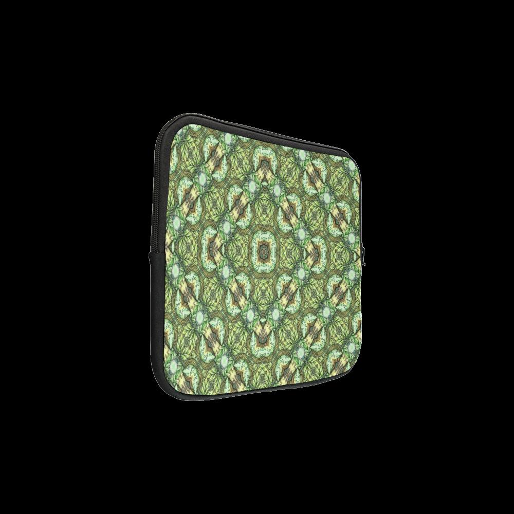 "Mandy Green - Fountain Foilage pattern Custom Laptop Sleeve 13"""