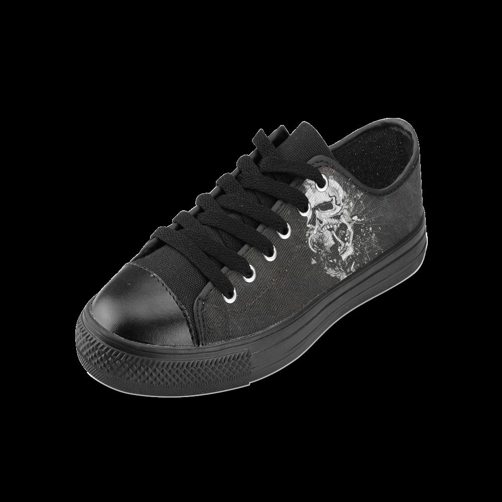 Dark Gothic Skull Men's Classic Canvas Shoes (Model 018)