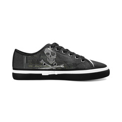 Vintage Skull Pirates Flag Women's Canvas Zipper Shoes (Model 001)
