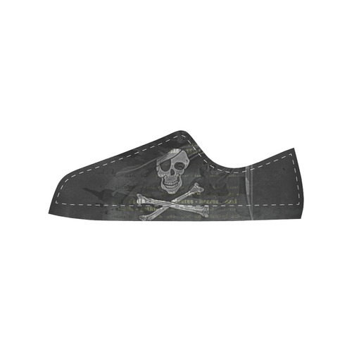 Vintage Skull Pirates Flag Men's Classic Canvas Shoes (Model 018)