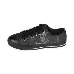 Vintage Skull Pirates Flag Men's Classic Canvas Shoes (Model 018)